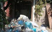 Çevre Sakinleri Şikayet Etti… Evden 10 Kamyon Çöp Çıktı !