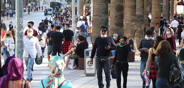 Toplu Alanlarda Sokakta Sigara İçmek Yasaklandı